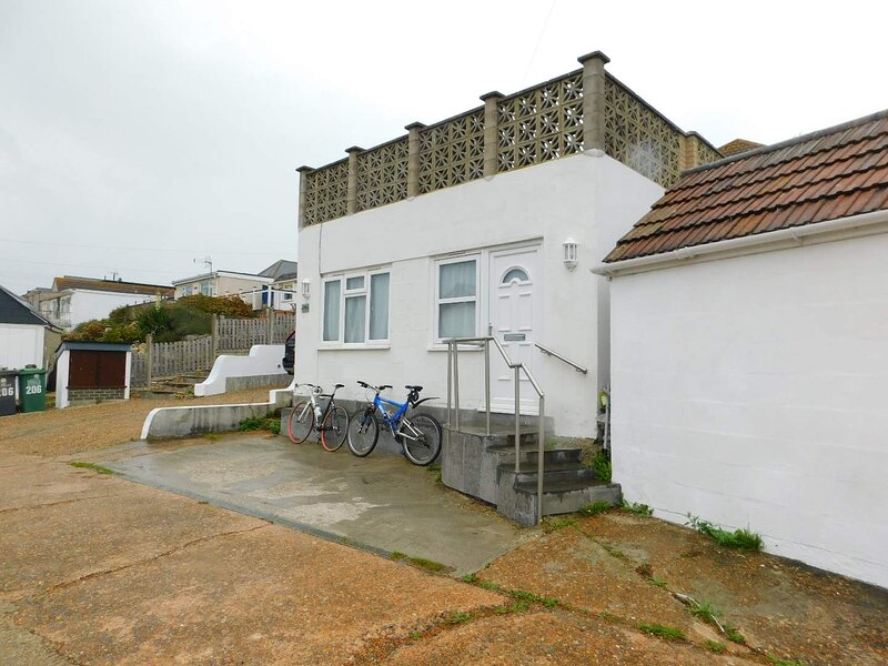 Self Contained Annex, 2 Minutes Walk To The Beach, holiday rental in Pevensey