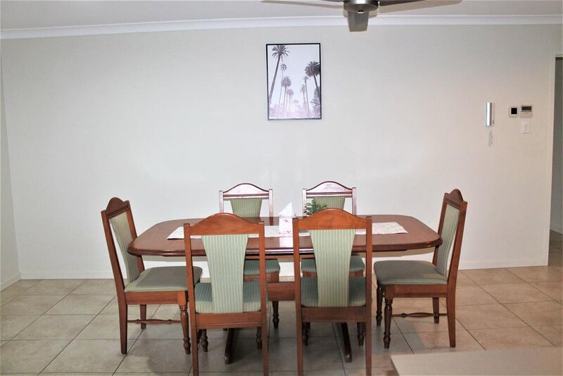 ENTIRE Modern House 4 Beds 2 Baths Airconditioned in Gladstone, location de vacances à Tannum Sands