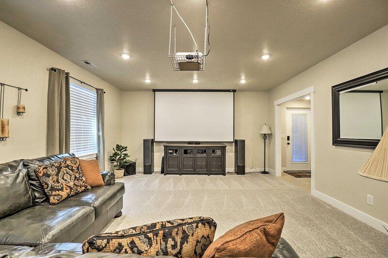 NEW! Contemporary Home w/ Grill near Utah Lake!, location de vacances à Saratoga Springs