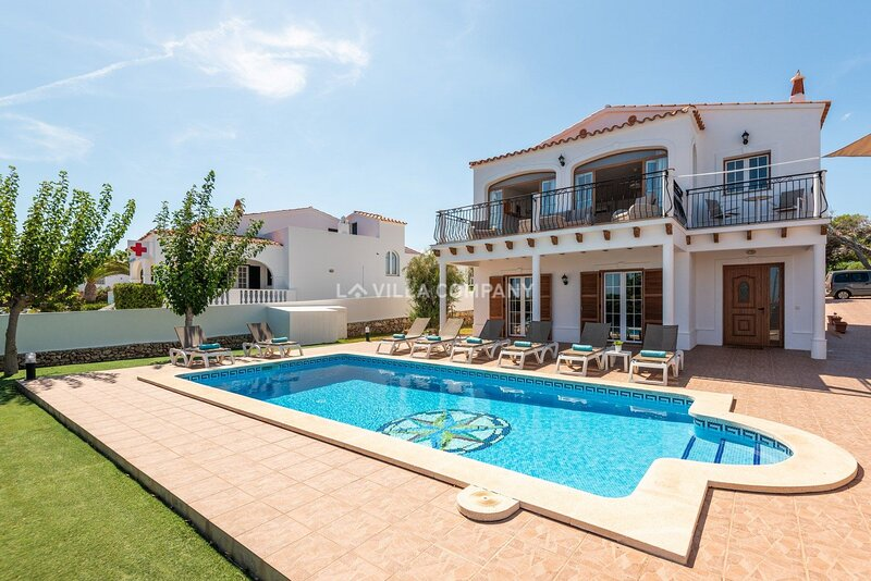 Spectacular Villa with Sea Views, Sleeps 8, Arenal d'en Castell, Menorca, holiday rental in Cala d'Alcaufar