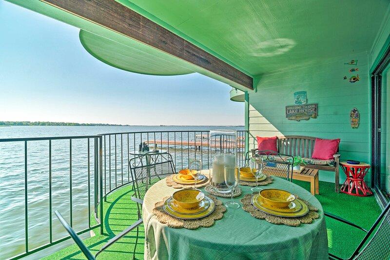 Resort-Style Lake Conroe Retreat w/ Balcony & View, vacation rental in Willis