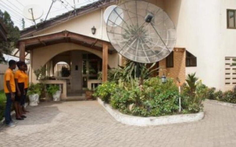 Elmeiz Place Guest House, vacation rental in Odorkor