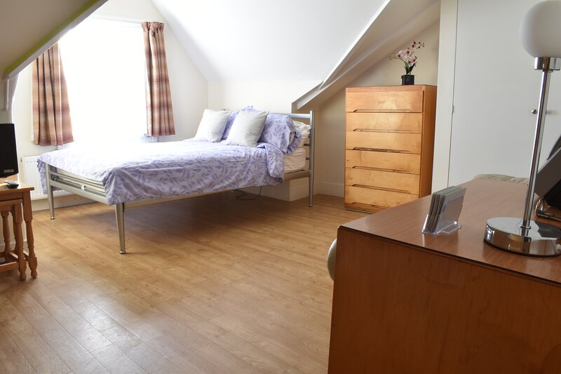 Larkfield Apartments - Central Richmond Studio - close to station, aluguéis de temporada em Richmond-upon-Thames