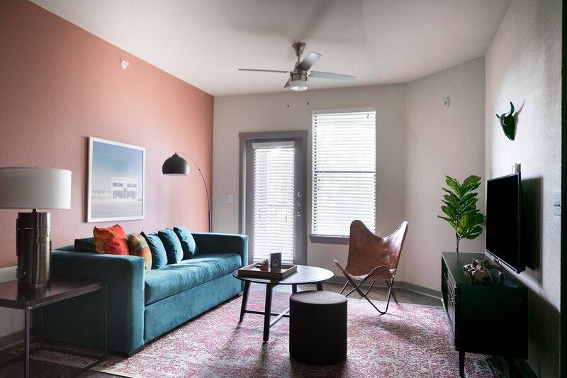WanderJaunt | Alsbury | 1BR | Alamo Heights, holiday rental in Castle Hills