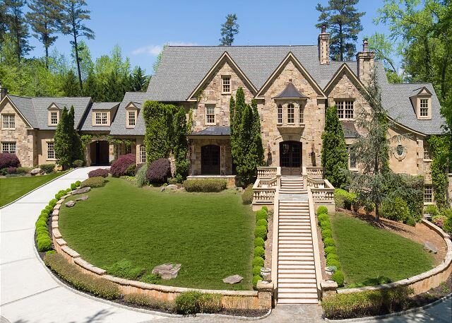 Private estate with theater, ballroom, billiards, Irish pub, pool & hot tub!, vacation rental in Sandy Springs