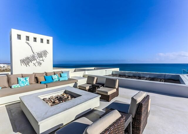 Magnificent Beachfront Villa, Pool, Spa, & Rooftop Deck!, vacation rental in Los Frailes