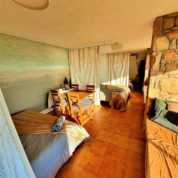 ASHRAM VILLA SUNSHINE A PARADISE WITH UNBEATABLE VIEWS -A PLACE FOR PEACE & JOY!, holiday rental in Garraf