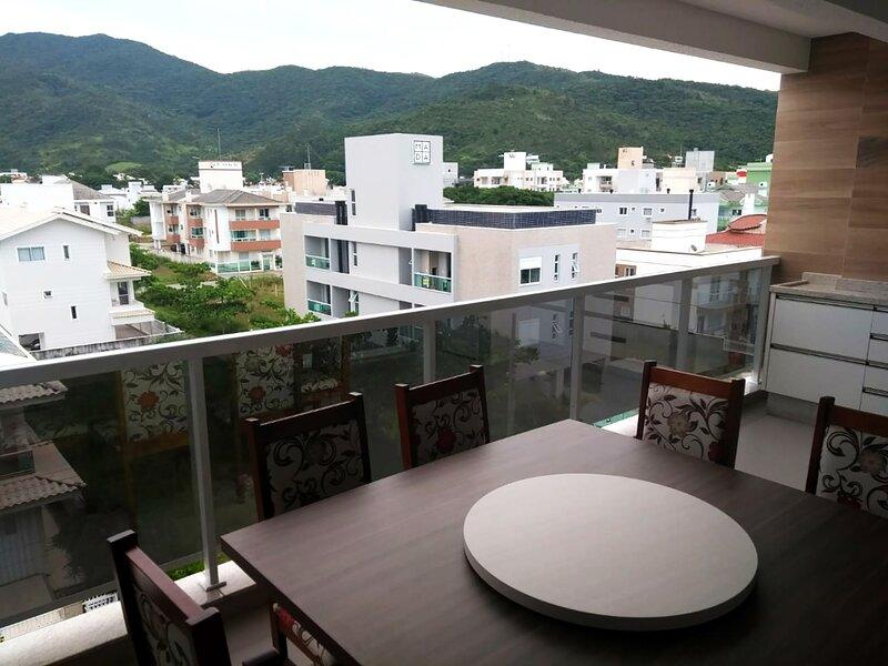 Apê duplex perto da Praia Palmas do Arvoredo em SC, alquiler vacacional en Governador Celso Ramos