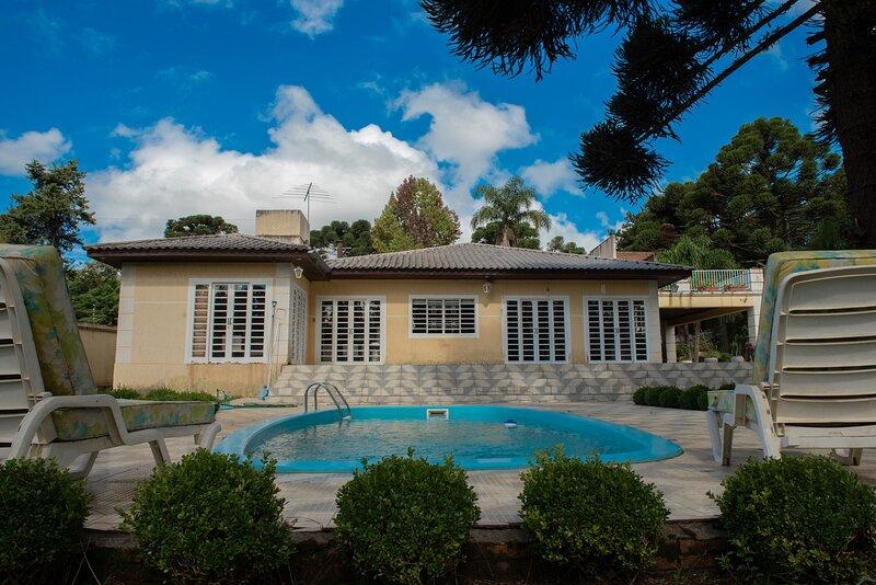 Casa com Wi-Fi e lazer em Campina Grande do Sul, vacation rental in Morretes