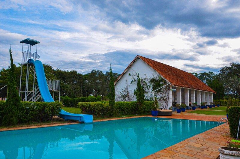 Chalé inglês na Fazenda Visconde perto de Ribeirão, vacation rental in Ribeirao Preto