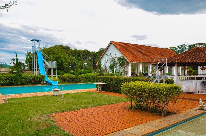Chalé Inglês na FV próximo a Ribeirão Preto, holiday rental in Ribeirao Preto