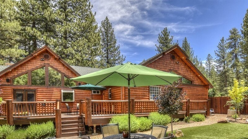 NEW!! Winter Park Family Home - Stunning Mountain Home with Spa close to Snow Su, holiday rental in Moonridge