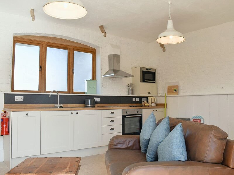 The Nag's Stable - UKC4136, holiday rental in Blakeney