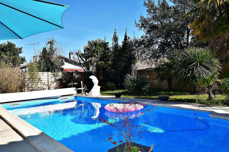Appartement rez de chausse  villa avec piscine 30 mn de Bordeaux/ Arcachon, casa vacanza a Mano