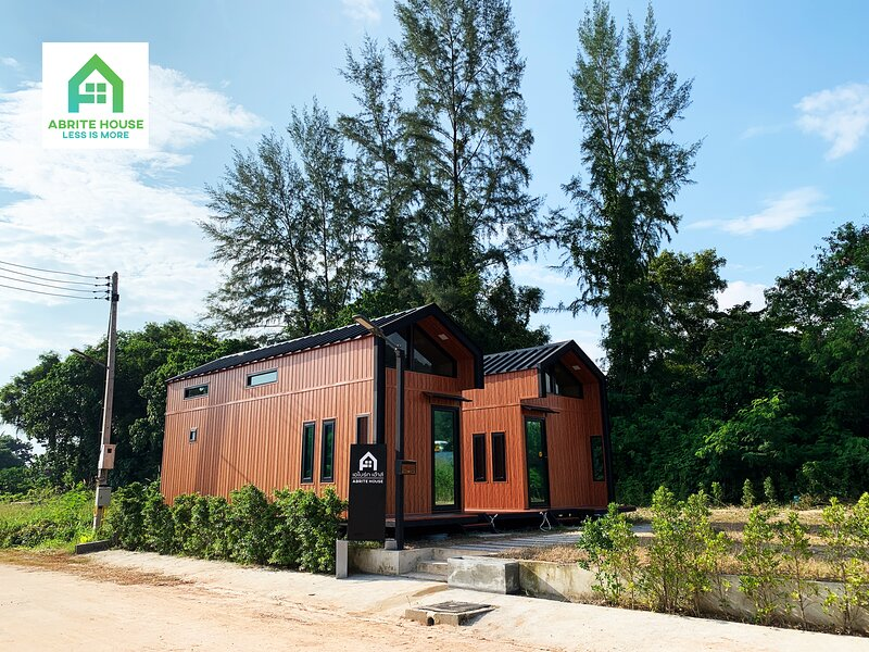 2 Tiny houses on Koh Lanta only 2 minutes walk to the beach, holiday rental in Ban Sala Dan