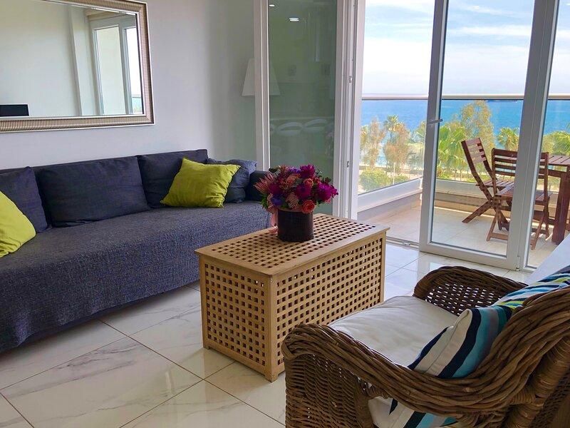 Modern 2 bedroom 'Sleeps 6' seafront, free Wifi, holiday rental in Agios Nektarios