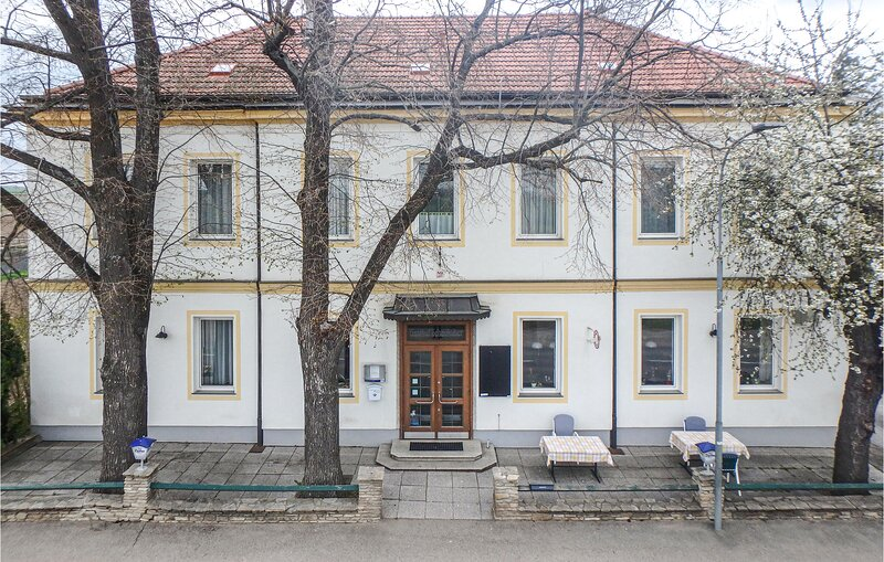 Amazing apartment in Ravelsbach with WiFi and 2 Bedrooms (ANO132), aluguéis de temporada em Krems an der Donau