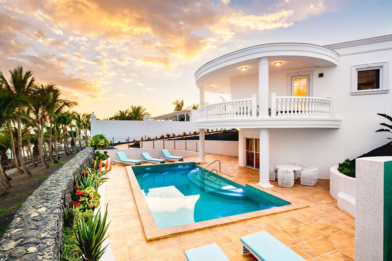 Villa Vista Calero | A luxurious double villa with breathtaking sea views, vacation rental in Puerto Calero