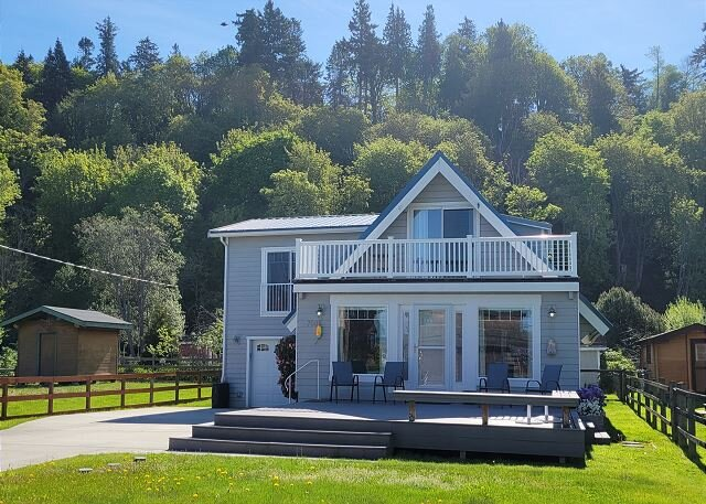 (NEW)Our Mermaid Cottage by the Sea -3 bed, 3 bath (283), holiday rental in Hansville