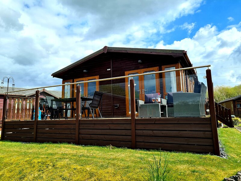 The Lodge   Southlake Leisure Village.Carnforth Morecombe  and Lake District, holiday rental in Dalton