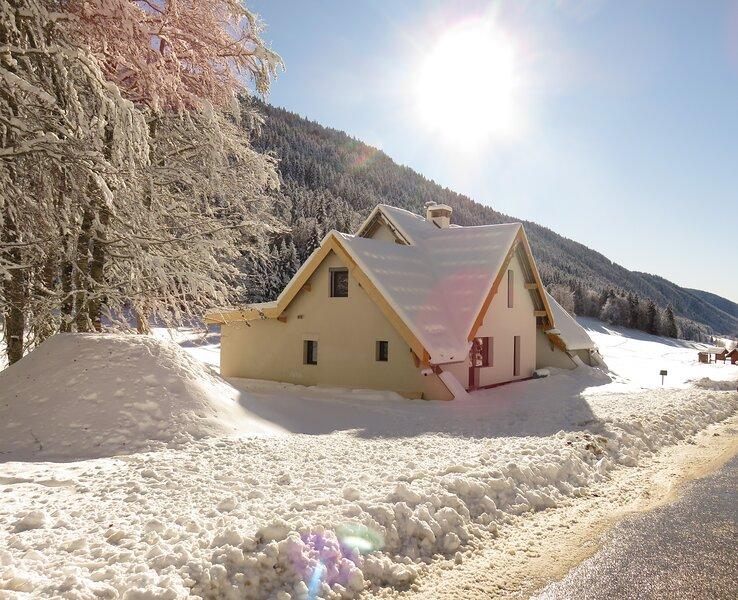 Nouveau gîte avec une vue panoramique sur le plateau du Vercors - 12 personnes, holiday rental in Noyarey