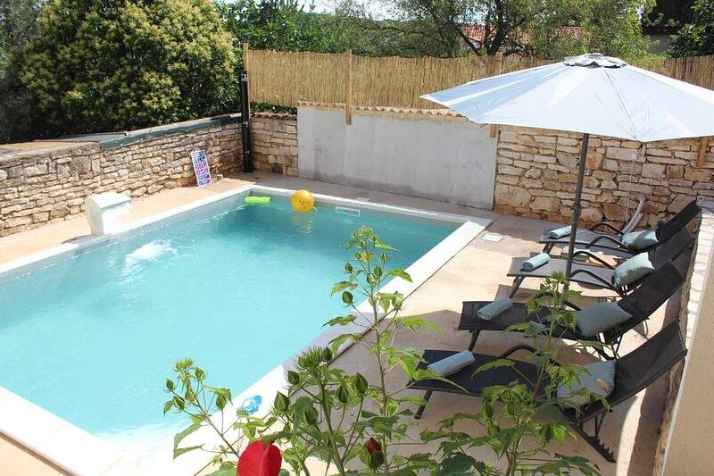 Villa Judita with heated pool in Rovinjsko Selo, alquiler vacacional en Rovinjsko Selo