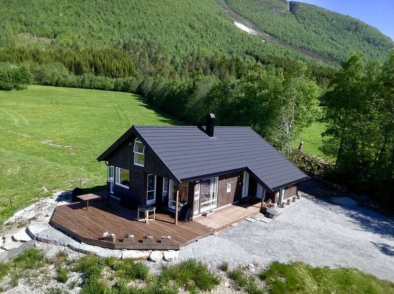 Heinåli Hytta, location de vacances à Eresfjord