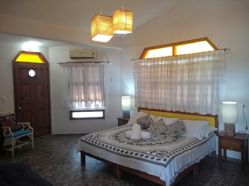 Habitacion amplia y comoda con terraza y hamaca vistas al Pacifico mexicano, holiday rental in Colonia Luces en el Mar