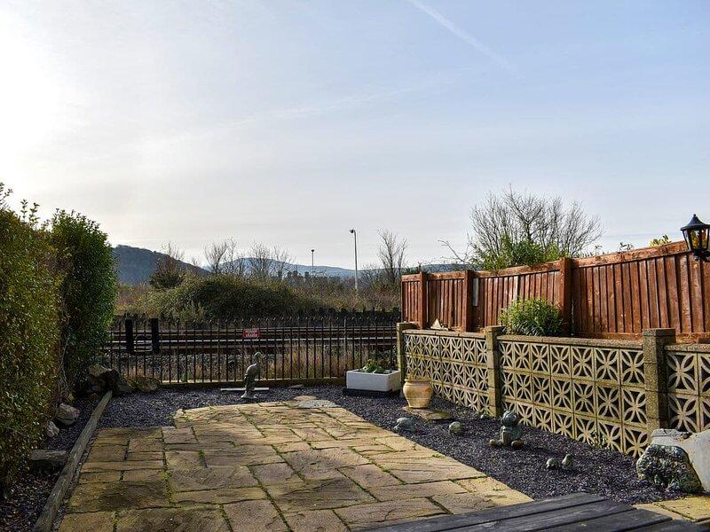 Platform 13 Railway Cottage, vacation rental in Llansanffraid Glan Conwy