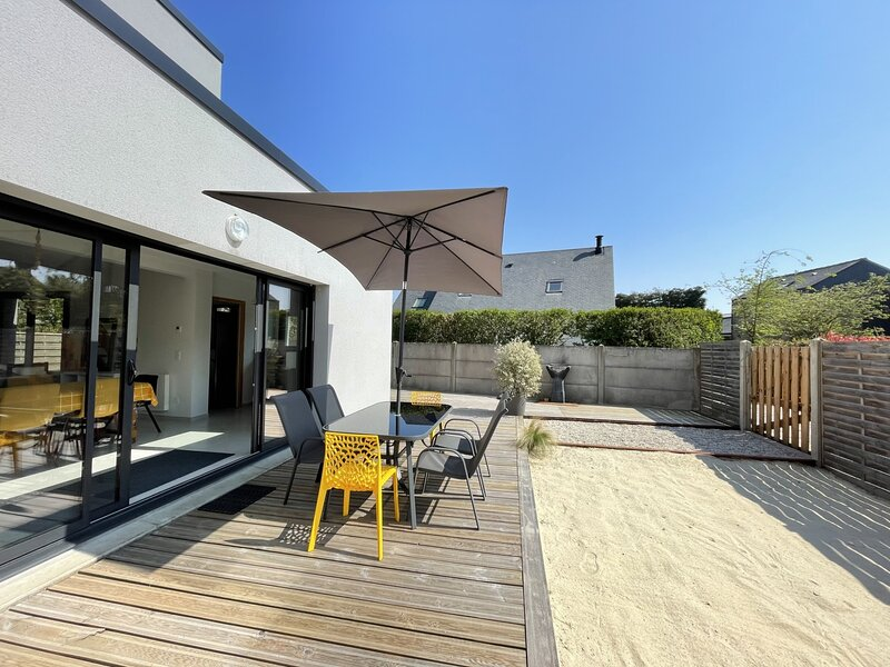 Villa moderne proche commerces de bourg et plage de Carolles., holiday rental in Champeaux