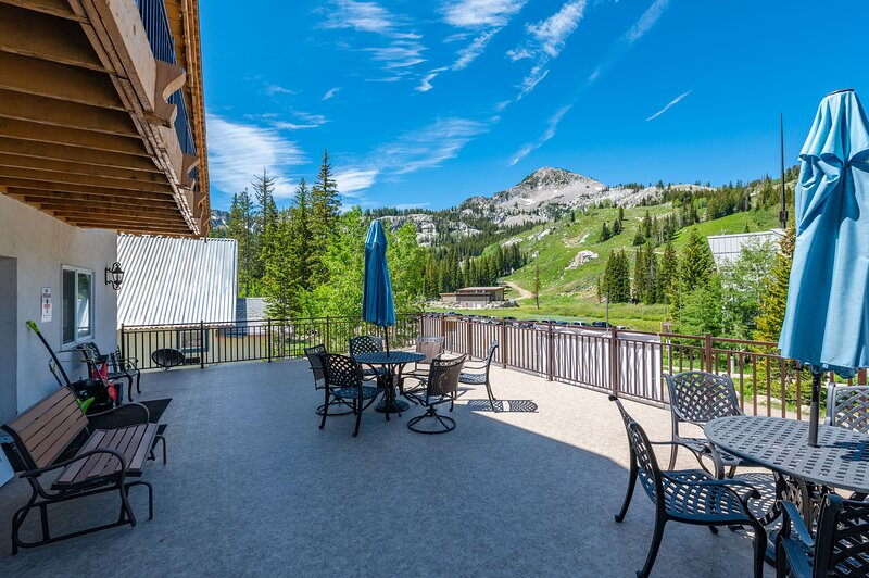 Family Reunion Headquarters Mountain Lodge, holiday rental in Alta