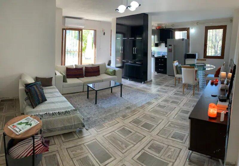 Gocek quiet private apartment with a vieuw, vakantiewoning in Gocek