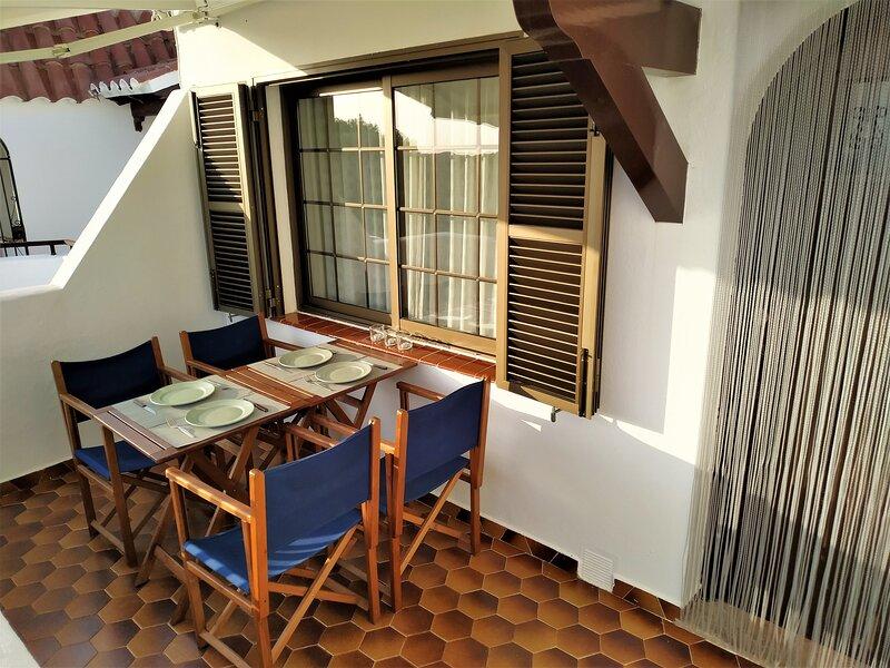 Apartamento  playa Son bou, aluguéis de temporada em Alaior