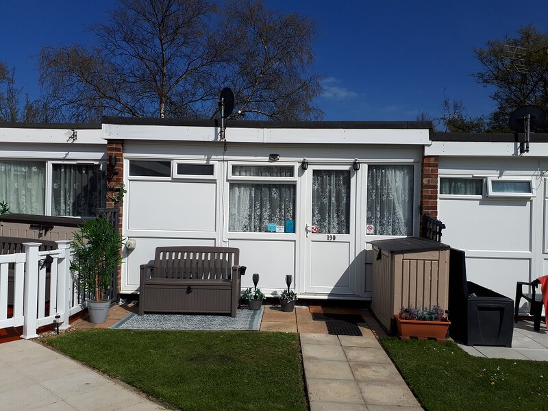 Deluxe Holiday Chalet on Belle Aire Holiday Park Hemsby Great Yarmouth., location de vacances à Great Yarmouth
