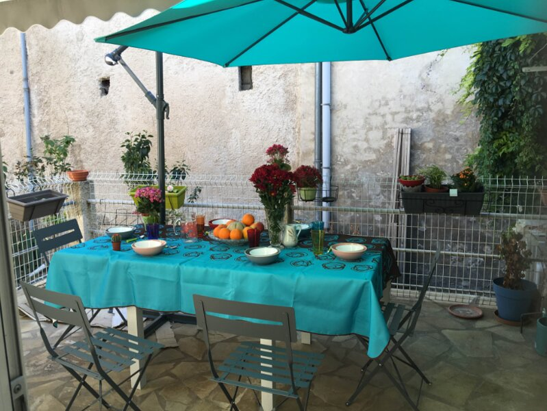 Nice house with terrace & Wifi, holiday rental in Montjustin