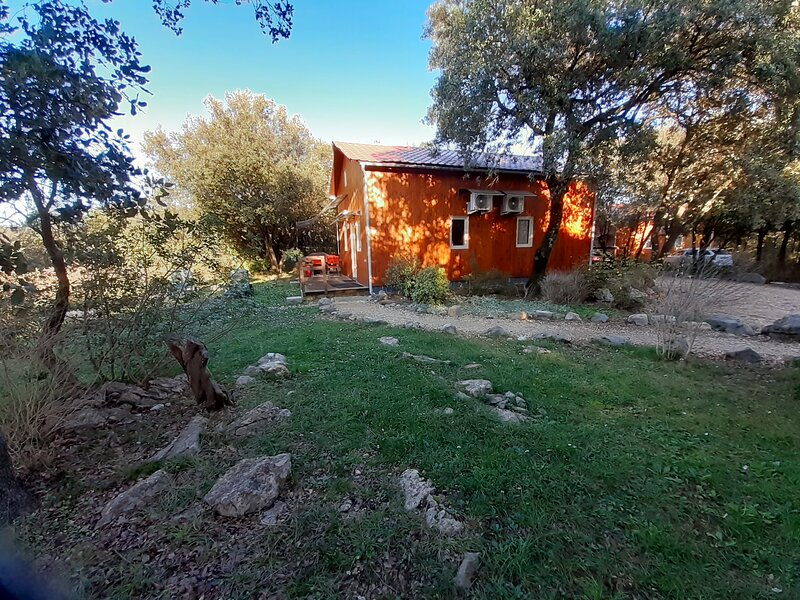 10MN d'ANDUZE CHALET CLIMATISE+PISCINE au calme, holiday rental in Generargues