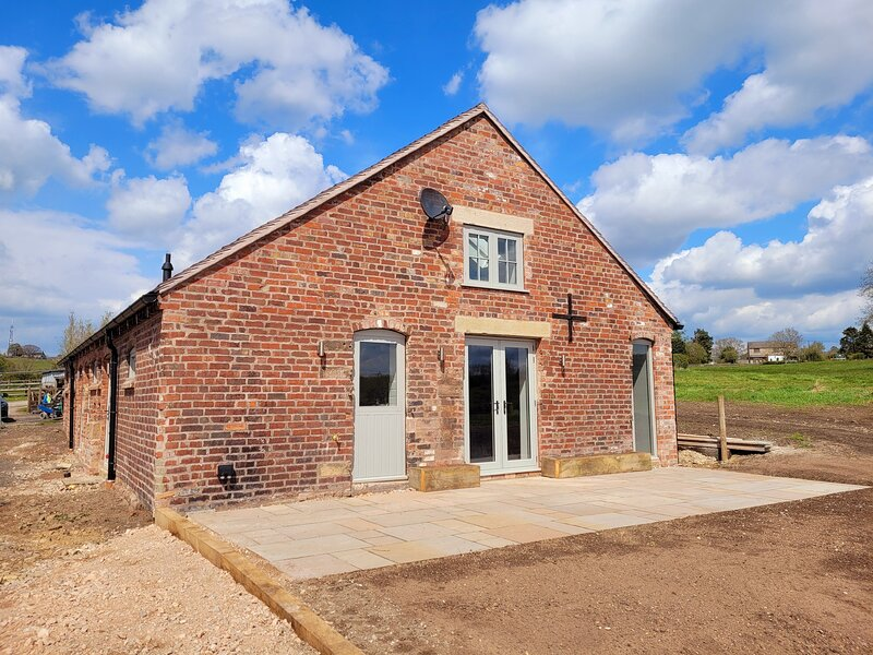 The Barn at Wylde Goose - Brand New with Stunning Countryside Views, near Leek, alquiler vacacional en Bradnop