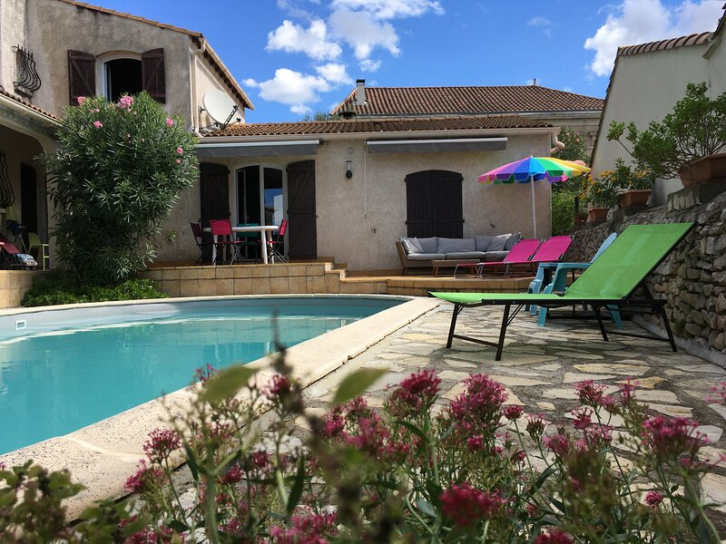 magnificent villa with pool and garden in very quiet village, location de vacances à Vestric-et-Candiac