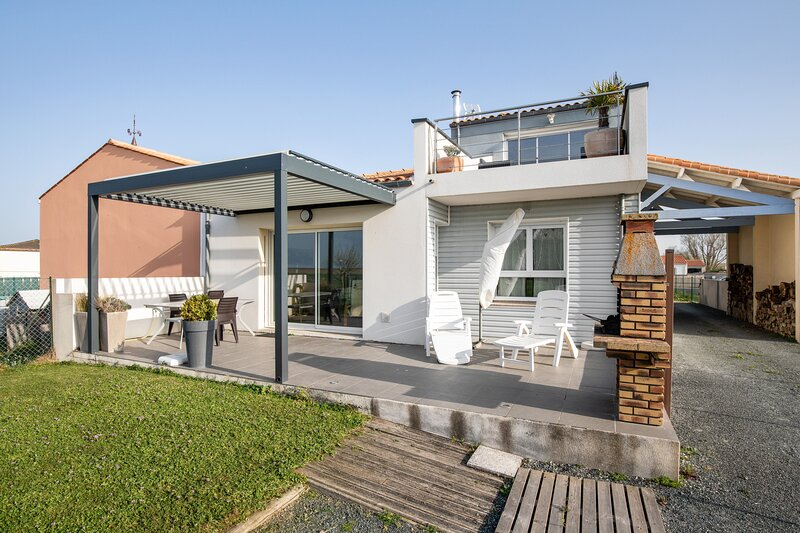 Amazing house with sea view & Wifi, location de vacances à Yves