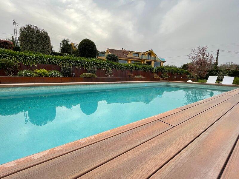 Stunning 4 bedroom villa with Pool, Garden and BBQ., alquiler vacacional en Parbayón