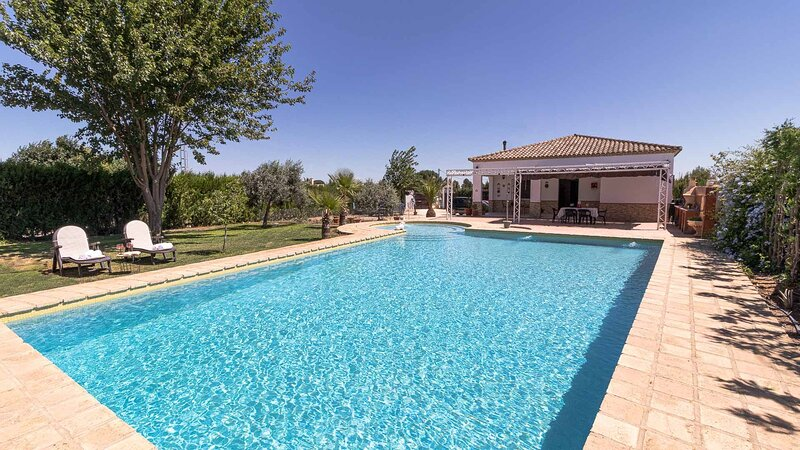 Silvia y Melissa, nice villa in Seville countryside ideal to visit all Andalusia, holiday rental in Marchena