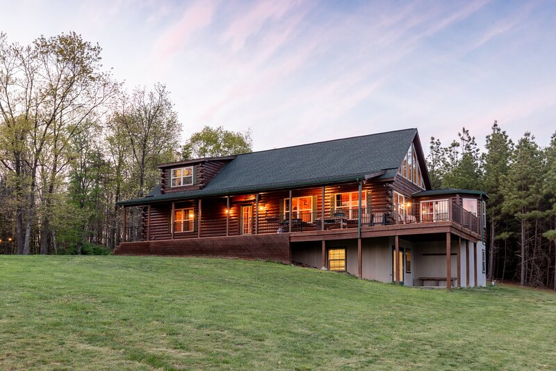 Zook Cabin See 4 STATES From THE DECK • A+VIEWS •, holiday rental in Fort Loudon