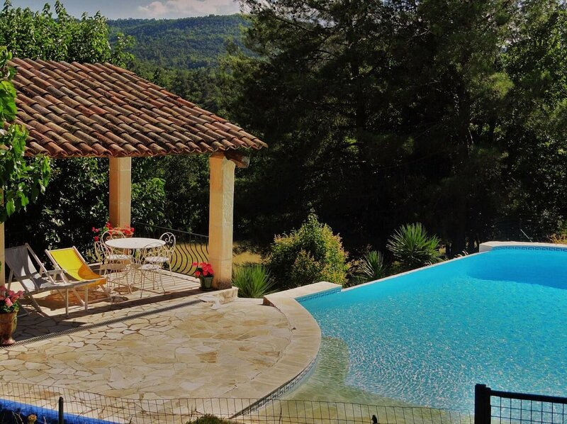 Nice villa with swimming-pool, holiday rental in Caseneuve