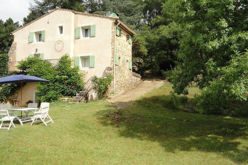 Nice villa with shared pool & Wifi, holiday rental in Simiane-la-Rotonde