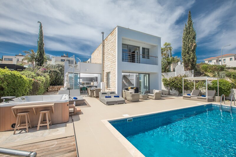 Esprit Villa 33, 3 Bedroom villa with private pool in Latchi, holiday rental in Paphos District