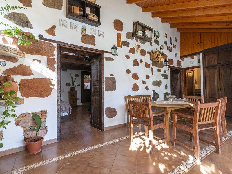 Casa Julia terrace, barbecue and solarium, aluguéis de temporada em Fataga