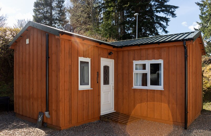 Strathaird Cabin, a cosy cabin within a short walk of Loch Ness., holiday rental in Invermoriston