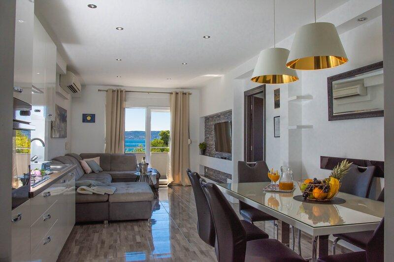 Deluxe apartment Bella Costa, casa vacanza a Kastel Stafilic