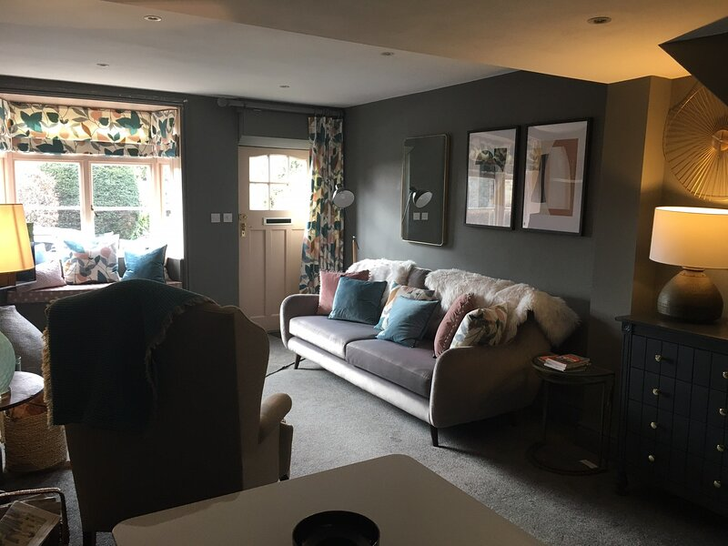 Cosy Lincs Wolds cottage in picturesque Tealby, holiday rental in East Barkwith