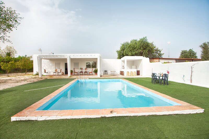 Villa Wory, Ibizan style holiday home in Seville Countryside, holiday rental in Carmona